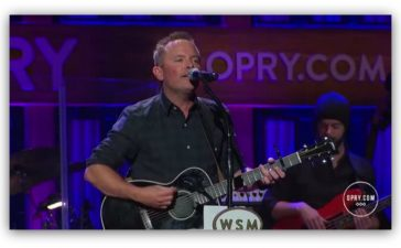Chris Tomlin sings 'Good Good Father' at Grand Ole Opry
