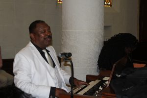 Dr. Emory Andrews plays piano at tribute