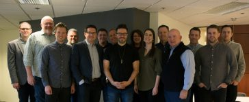 Danny Gokey signs with label