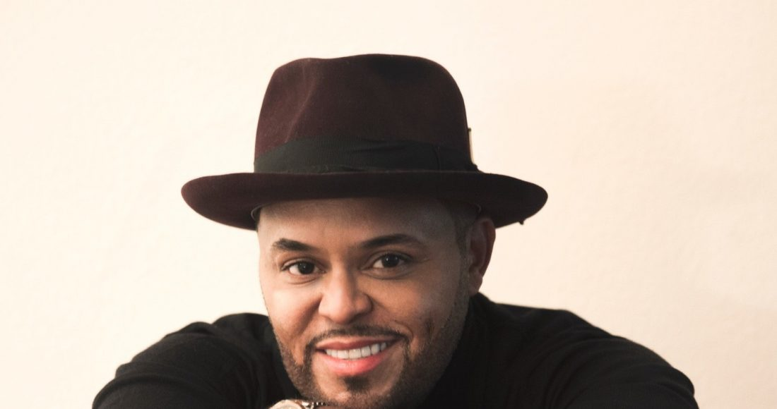 Israel Houghton scores on chart