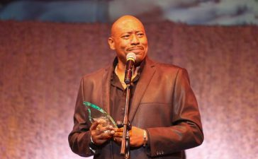 William Becton accepts Lamplighter award