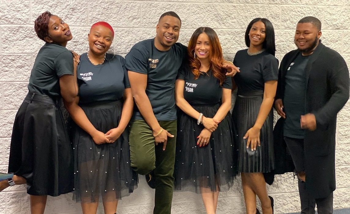 Darnell Moore and his singers arrive in Italy